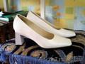 Продам туфли женские белого цвета,  размер 38, 39 (2 пары), б/у.